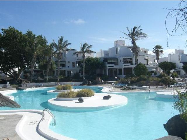 2 bed apatment beautiful pool and gardens
